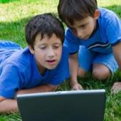 Dreamstime poisid laptopis